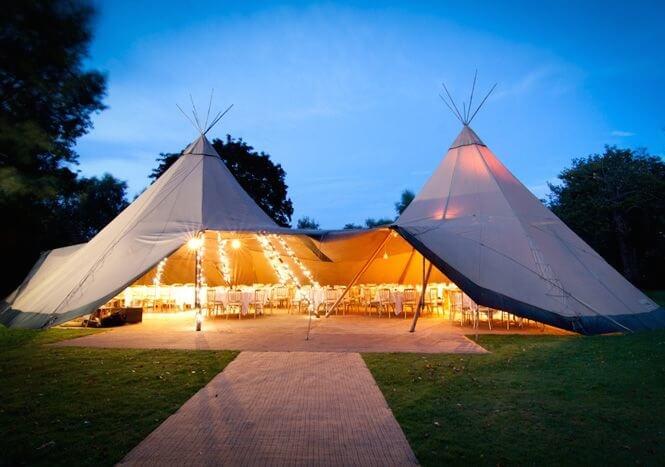 Outdoor Hochzeitsessen grosses Zelt