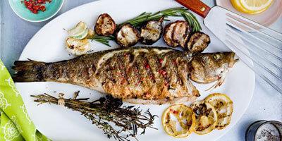 Fisch vom Grill frisch angerichtet