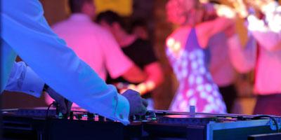 Plattenspieler wo DJ Musik macht