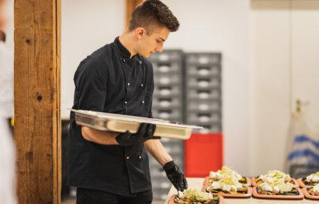 Koch richtet Gourmet Diner an