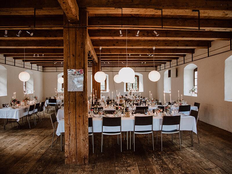 Famiilenfeier mit Catering in altem Holzhaus