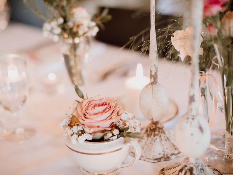 Romantische Tischdeko in rosa